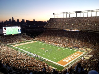 Darrell_K_Royal-Texas_Memorial_Stadium_at_Night